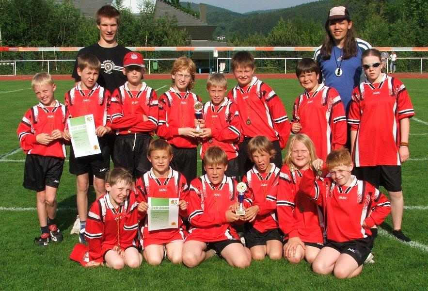 Einsatz und Leistung stimmten bei den D-Jugendspielern des VfL Kirchen in der Feldrunde 2006!