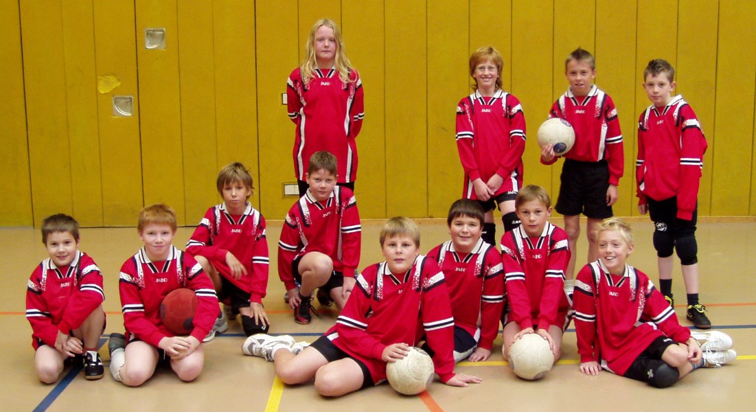 Die Spieler der beiden Kirchener D-Jugendmannschaften in der Hallenrunde 2007/2008